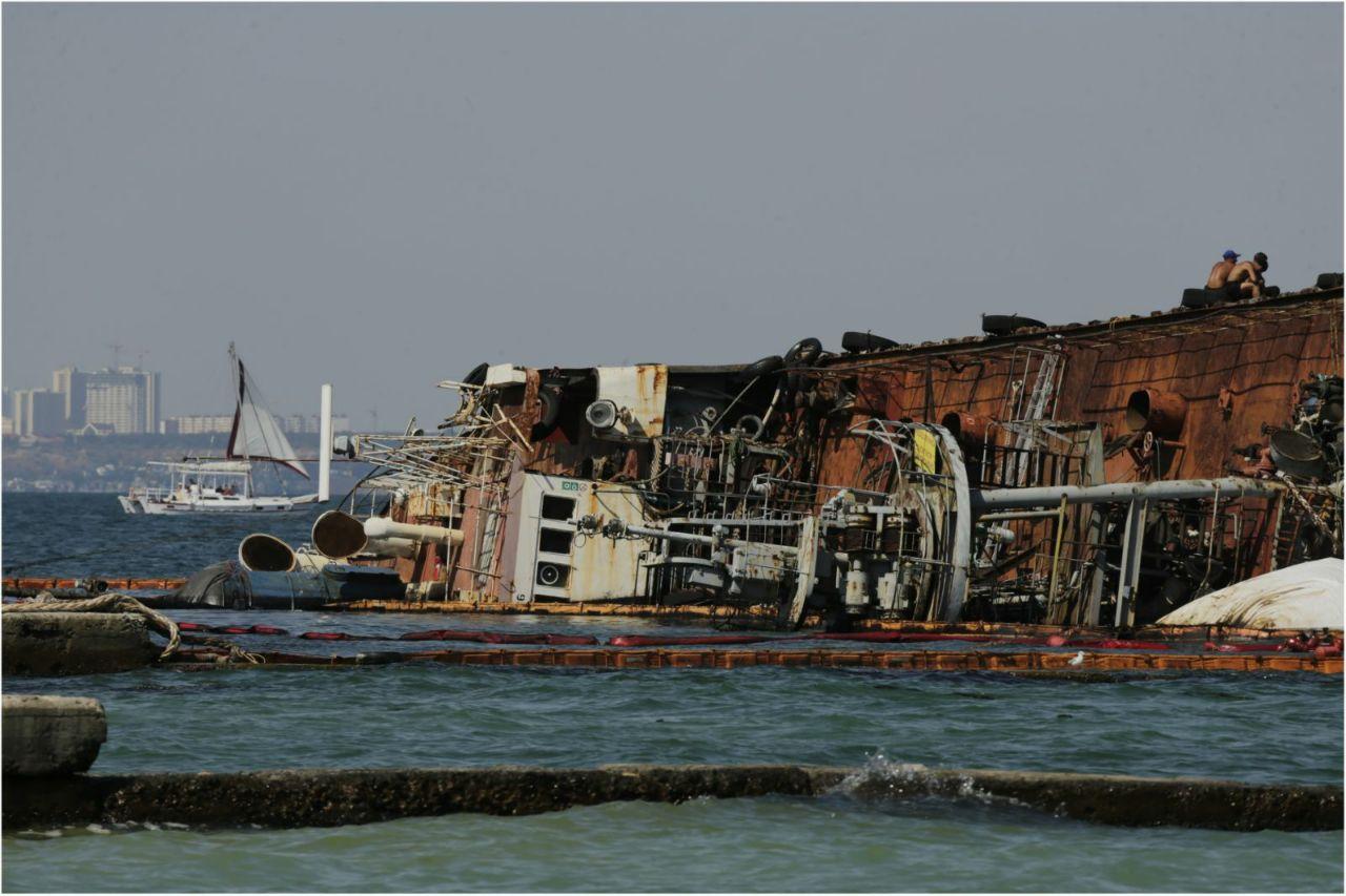 Затонувший танкер Delfi, фото: LIGA.net