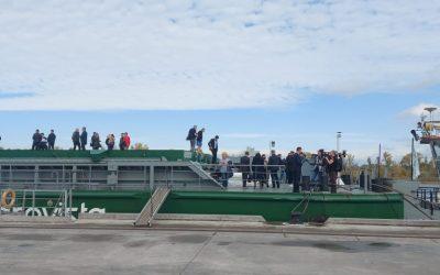 Крупнейшую баржу, построенную в Украине, встретили в Светловодске: фото, видео